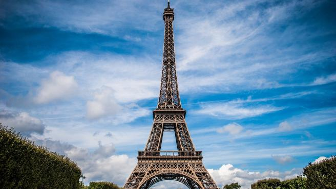 Con permiso de Notre Dame es el lugar más reconocible de París y su presencia en el cine es frecuente, con 95 apariciones en películas.