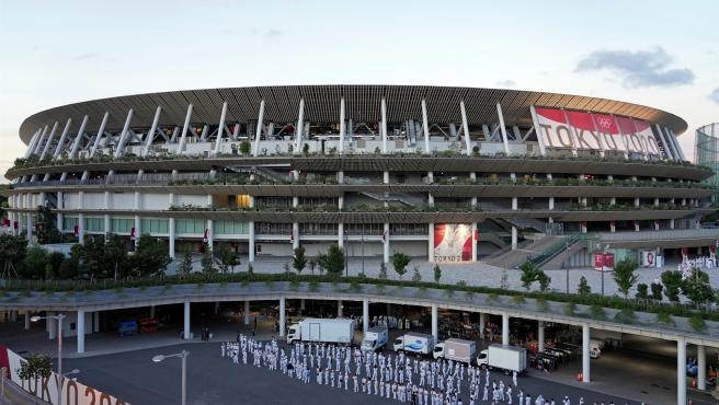 Preparativos en el exterior del Estadio Nacional de Tokio, Japón, de cara a la ceremonia de apertura de los Juegos Olímpicos.