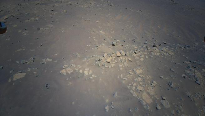 El helicóptero Ingenuity de la NASA tomó esta vista del área de 'Raised Ridges' en Marte.
