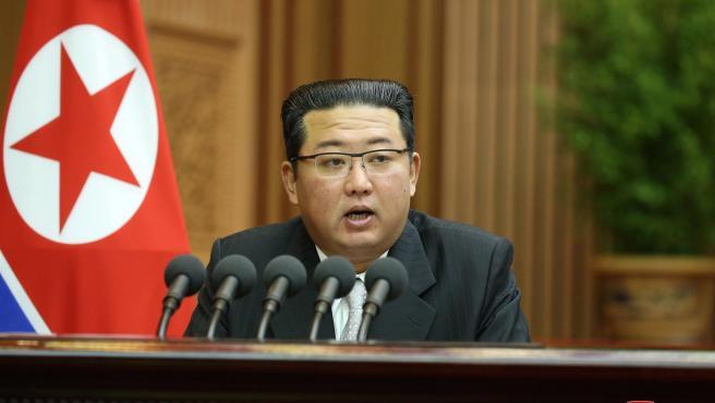 El líder de Corea del Norte, Kim Jong-un, durante una sesión parlamentaria en Pionyang.