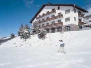 Hotel nevado en Sierra Nevada