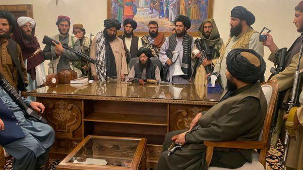 El Gobierno afgano se desmorona tras la llegada a Kabul de los talibanes   Internacional   EL PAÍS