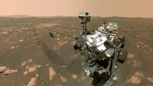 El vehículo 'Perseverance' y el dron 'Ingenuity', en la superficie de Marte.