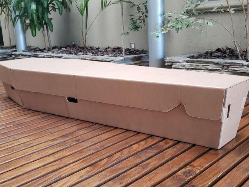 Modelo de ataúd de cartón de la empresa argentina Restbox