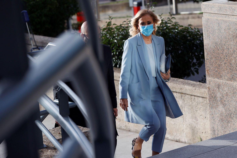 La expresidenta madrileña Cristina Cifuentes llega a la Audiencia Provincial de Madrid para asistir a una última sesión del juicio por el 'caso máster' el pasado 5 de febrero.