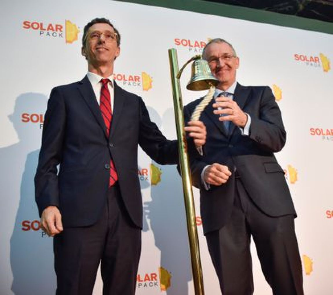 The president of Solarpack, José Galíndez (right) and the CEO, Pablo Burgos during the bell for the company's IPO.
