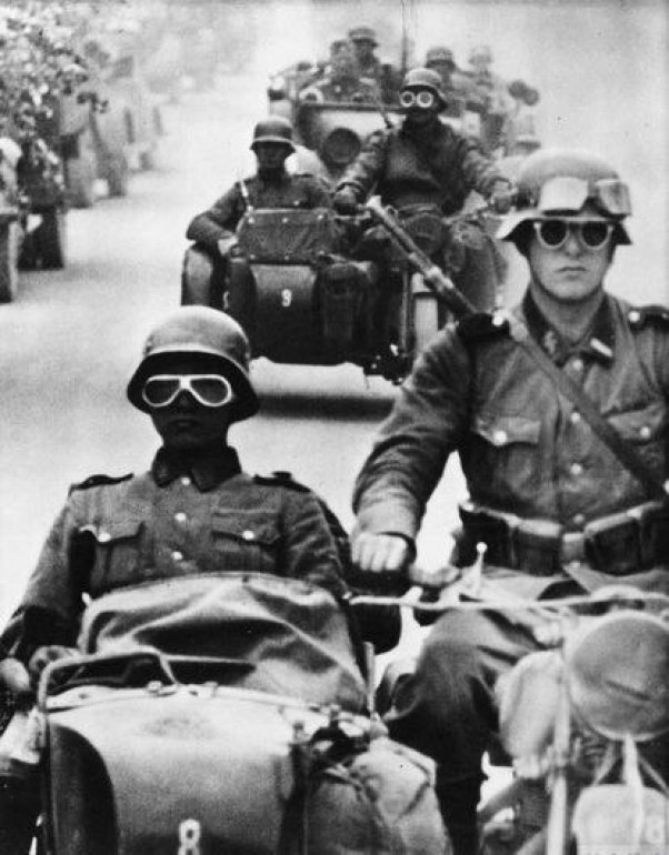 A Waffen-SS column during the invasion of the USSR in 1941.