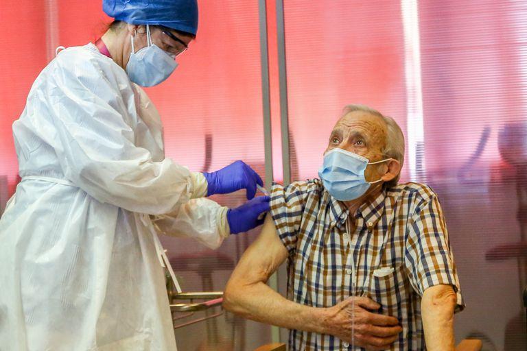 Coronavirus: Madrid inyecta solo el 6% de las vacunas recibidas en la  primera semana | Madrid | EL PAÍS