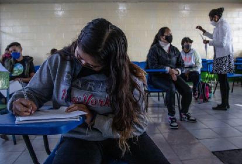 Clases presenciales en una escuela de Iztapalapa (Ciudad de México) en junio.