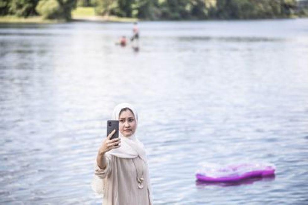 Masomeh Etemadi, on Lake Silbersee.