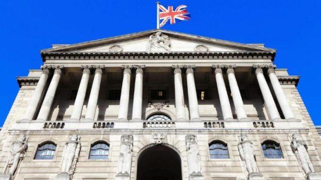 El Banco de Inglaterra sorprende y baja los tipos hasta el 0,25%