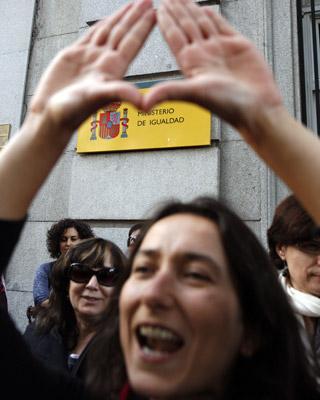 Protesta, ayer, frente al Ministerio de Igualdad.R. SEDANO