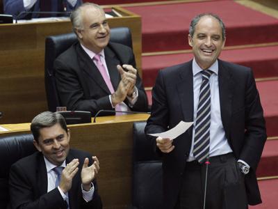 Francisco Camps, el jueves en las Corts valencianas. Junto a él, Vicente Rambla. Detrás, Rafael Blasco.Juan Navarro