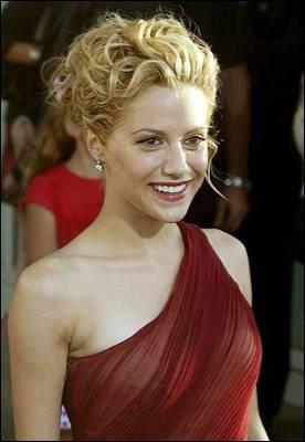 Fotografía de archivo fechada el 4 de agosto de 2003 que muestra a la actriz estadounidense Brittany Murphy a su llegada al estreno de la película 'Uptown Girls'.
