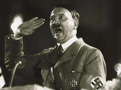 Adolf Hitler dando uno de sus discursos.