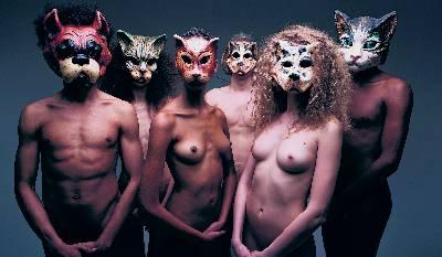 Ni unos carnavales, ni una crema para la piel, Oliveiro Toscani montó esta imagen para una empresa de comida para perros y gatos.