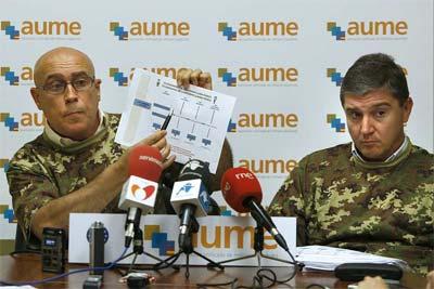 Dos miembros de la AUME en una imagen de archivo. EFE