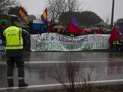 Doscientas personas piden un 'memorial anti-franquista' - ÁNGEL NAVARRETE