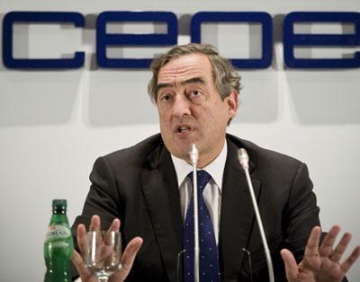 El presidente de la CEOE, Joan Rosell, durante la rueda de prensa.- EFE/Luca Piergiovanni