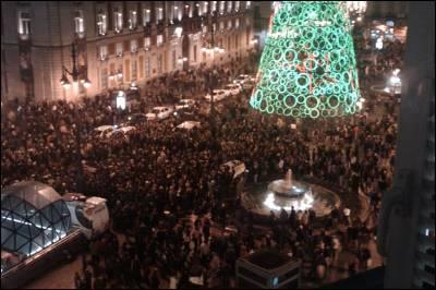 Vista aérea de la Puerta del Sol durante la protesta - @millares