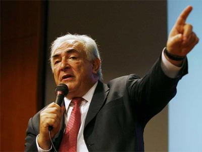 El director gerente del Fondo Monetario Internacional, Dominique Strauss-Kahn durante un discurso en Singapur