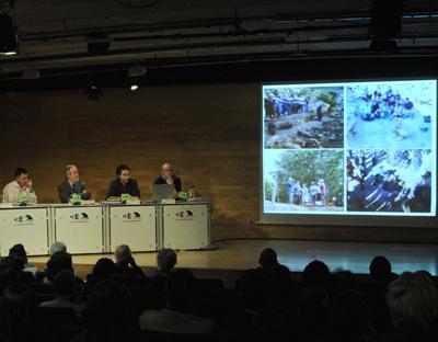 Gervasio Sánchez moderó las intervenciones de Hernando Valencia, Luis Ríos y Emilio Silva.