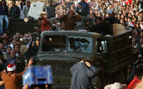 Choques en la plaza. REUTERS/Goran Tomasevic