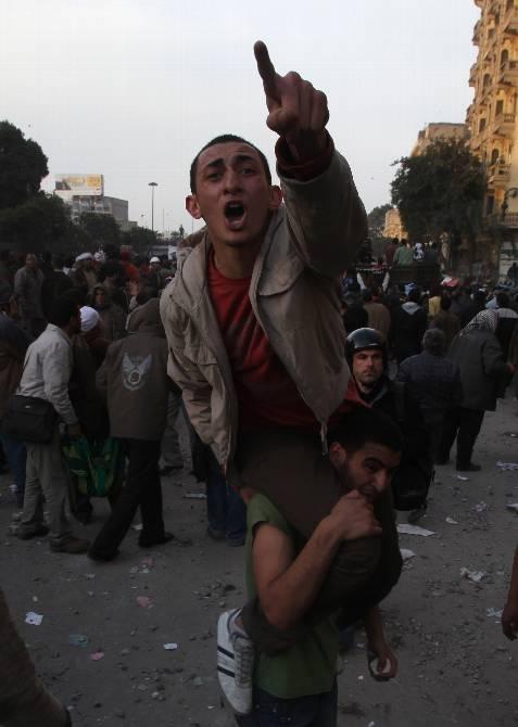 Luchas cuerpo a cuerpo. REUTERS/Suhaib Salem