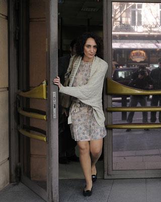 La abogada Isabel Elbal, ayer, tras presentar la querella.