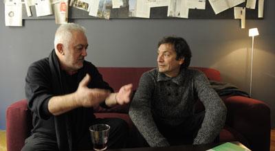 Imanol Uribe, codirector del documental Ciudadano Negrín', y Agustí Villaronga, de Pa negre', conversan en un hotel céntrico de Madrid.
