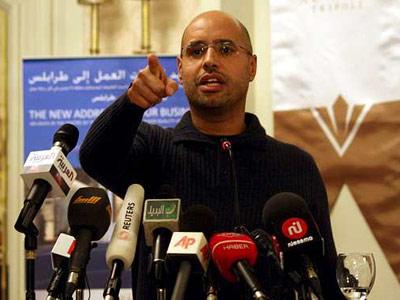 El hijo del líder libio, Saif el Islam Gadafi, durante una rueda de prensa.-