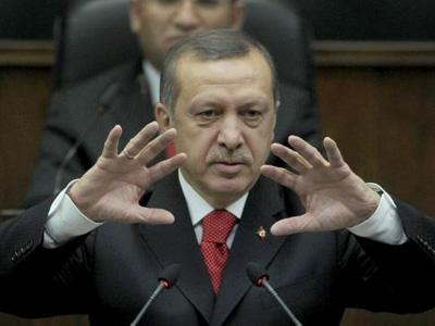 El primer ministro turco Recept Tayyip Erdogan advierte en el Parlamento turco del riesgo que implica la intervención militar en Libia.
