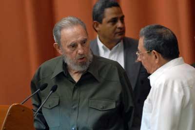 Los hermanos Castro, en un acto el año pasado. - AFP