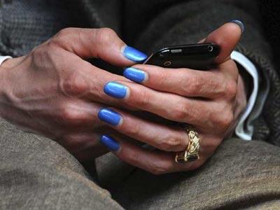 El uso abusivo del móvil, 'posiblemente cancerígeno', según la OMS.-