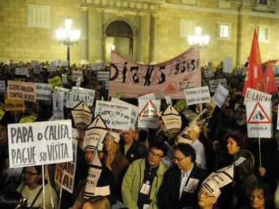 Protesta en Barcelona el pasado mes de noviembre contra la última visita del papa. MANU FERNÁNDEZ
