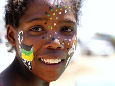 Niña sudafricana en la celebración del centenario del CNA.