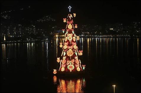 Arbol de Navidad flotante en Río de Janeiro.