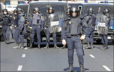 La Policía ha desplegado hasta 25 furgones al centro de Valencia.
