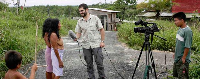 El periodista Unai Aranzadi durante la grabación de su último documental en Colombia.