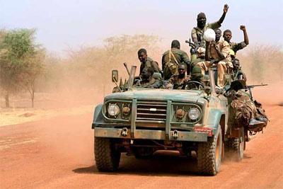 Militares sudaneses en un convoy militar en la región de Heglig. -