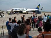 En la imagen, embarque de pasajeros en la aerolínea irlandesa Ryanair. EFE/ArchivoEFE