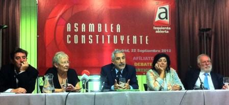 El poeta Luis García Montero, la consejera de RTVE Teresa Aranguren, el diputado Gaspar Llamazares, la escritora Almudena Grandes y el exrector de la Complutense Carlos Berzosa, este jueves en el Ateneo de Madrid, en la presentación de la asamblea de Izquierda Abierta.-