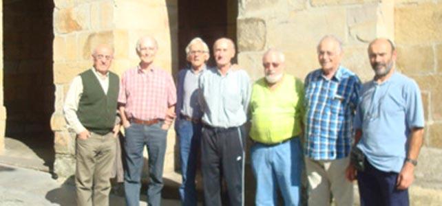 En el pueblo de Larrabetzu. Visita de los curas gallegos - de izda a dcha: Anxo Ferreiro (autor del libro nuevo sobre la cárcel de Zamora), Gabika, Couces (gallego),  Naberan, Zulaika, Kalzada
