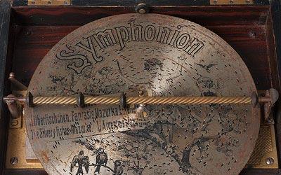 Ya se puede disfrutar de la imagen y el sonido de más de 70 discos perforados de finales del siglo XIX, a través de Biblioteca Digital Hispánica.