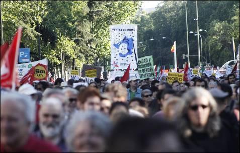 En Madrid, miles de personas se manifestaron este primero de junio con la austeridad impuesta por la troika en Madrid y en otras cien ciudadades de 12 países de Europa.