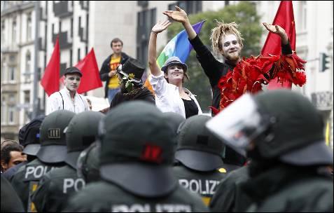 En Frankfurt, Alemania, los activistas de 'Blockupy' se han dado cita por segundo día consecutivo para bloquear la sede del Banco Central Europeo.