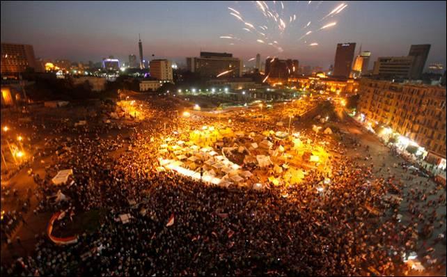 Miles de egipcios se acercaron ayer a la plaza Tahrir para protestar contra el presidente Mursi.- Reuters