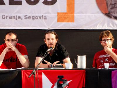 David Fernández Calviño, Pablo Iglesias y  Miguel Urbán, este jueves, en el debate de Izquierda Anticapitalista en Segovia. J. VARGAS