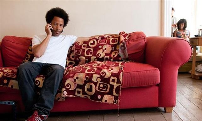 El Gobierno de EEUU podría estar espiando la conversación telefónica de Boots Riley en la foto a juzgar por los papeles de Wikileaks. EP