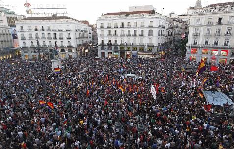 Concentración que se celebra hoy en la Puerta del Sol de Madrid a favor de la República.